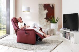 Sessel mit elektrisch verstellbarer Rückenlehne